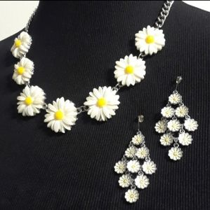 Jewelry - 50% OFF Beautiful DAISY Necklace & Earring Set 🌼